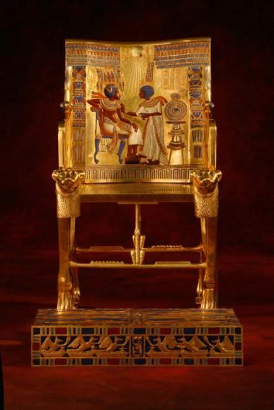 Thronsessel des Tutanchamun mit Fußbank